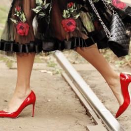 Dicas de sapatos que combinam com saia mídi